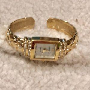 Vintage gold watch w silverstones Gruen Quartz EUC
